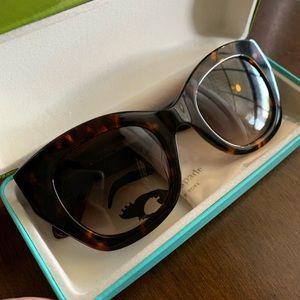 Beautiful kate spade sunglasses 🖤